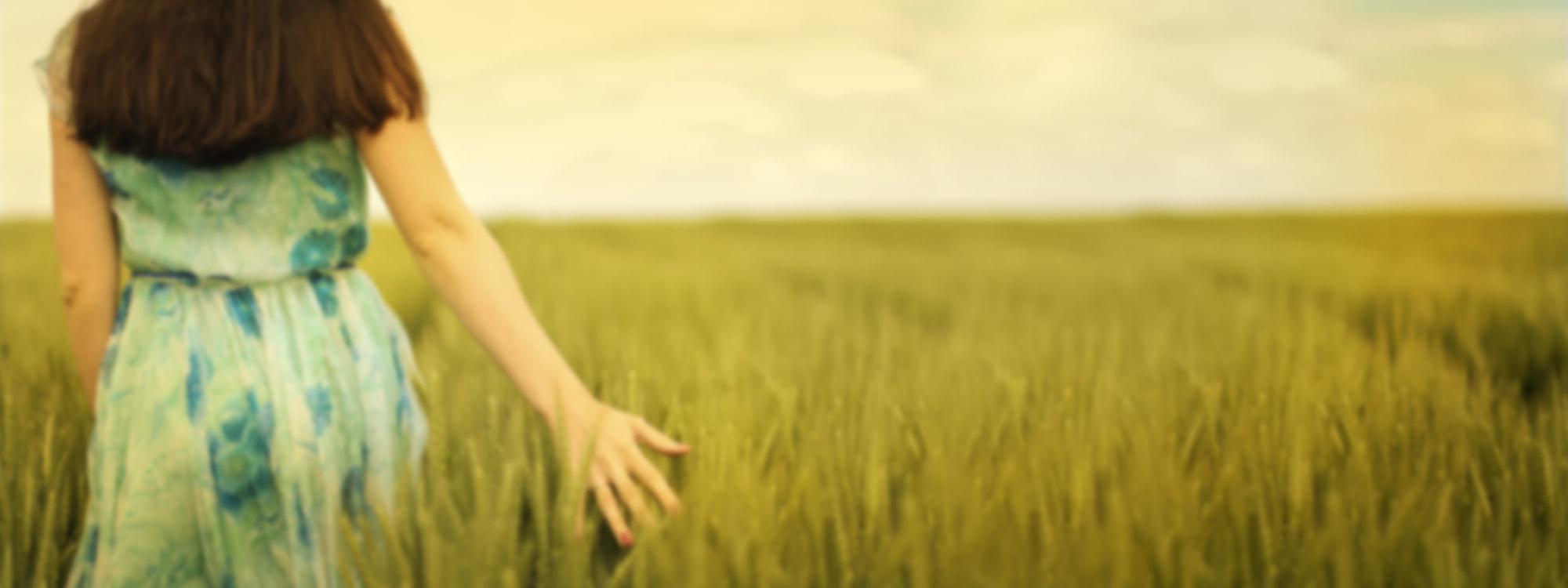 grass-field-woman